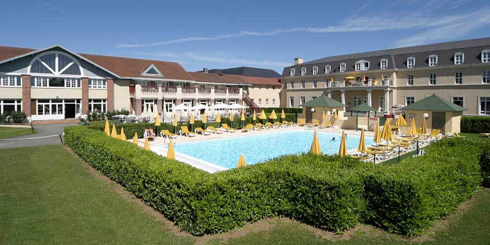 Dolce chantilly hotel resort s minaire et r union for Piscine chantilly