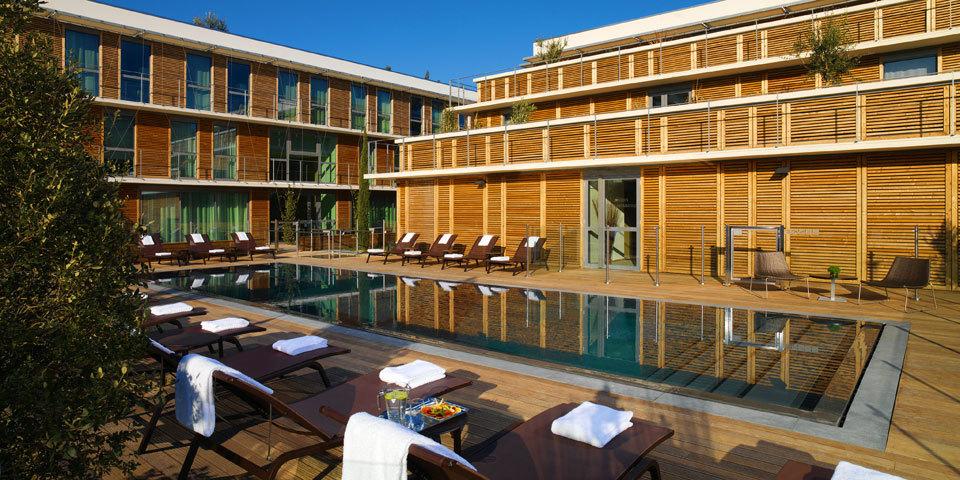 Hotel courtyard by marriott montpellier s minaire for Hotel piscine montpellier