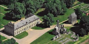 abbaye-royale-de-chaalis---musee-jacquemart-andre-facade-1
